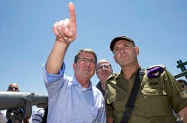 U.S. Defense Secretary Ash Carter, Israeli Defense Minister Moshe Ya'alon, center, and Israel Defense Forces (IDF) 91st Division Commander Moni Katz, right, view the Hula Valley from the Hussein Lookout near Kiryat Shmona, Israel, Monday, July 20, 20