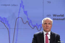 European Economic and Monetary Affairs Commissioner Olli Rehn presents the European Commission spring economic forecasts and outlook expectations for EU member states during a news conference at the EU Commission headquarters in Brussels, May 3, 2013