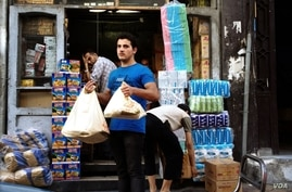 As fighting continues in and around Damascus, shops remain open and life appears surprisingly normal, September 27, 2012. (Japhet Weeks/VOA)