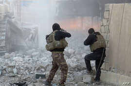 Iraqi forces secure an area in Ramadi, the capital of Iraq's Anbar province, on January 10, 2016, after retaking the city from Islamic State (IS) group jihadists.