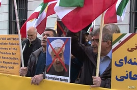 """Iranian American protesters chant """"Death to Khamenei"""" and """"Death to Rouhani"""" as Iran's foreign minister Mohammad Javad Zarif appears at the Council on Foreign Relations in New York, April 23, 2018."""