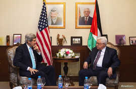 U.S. Secretary of State John Kerry (L), meets with Palestinian President Mahmoud Abbas, at the Palestinian Ambassador's Residence in Amman, Jordan, March 26, 2014.
