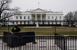 A Secret Service officer maintains a watch on the 22nd day of a partial government shutdown at the White House in Washington, Jan. 12, 2019.