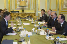 U.S. Treasury Secretary Jack Lew, left, French President Francois Hollande, right, and France's Finance Minister Pierre Moscovici, 2nd right, are seen prior to a meeting at the Elysee Palace in Paris, Jan. 7, 2014.