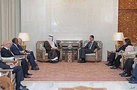 Syria's President Bashar al-Assad (center R) meets with Qatar's Prime Minister Sheikh Hamad bin Jassim Bin Jabr al-Thani (center L) and the Arab League ministerial team (L) in Damascus, October 26,2011.