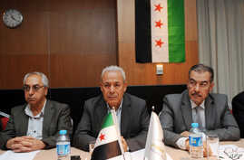 Leaders of the exiled Syrian National Council (SNC), Muhammet Faruq Tayfur (R), Burhan Ghalioun (C) and Abdel Basset Sayda (L), wait before the start of a meeting in Istanbul to pick a new leader after the resignation of Ghalioun last month to avert
