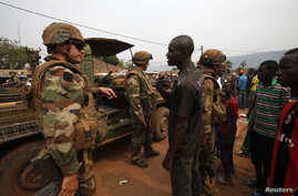 Angry young men complain to French soldiers in patrol in the pro-Christian area of Bangui February 15, 2014. France said on Friday it plans to send another 400 troops to help combat a crisis in the Central African Republic as U.N. chief Ban Ki-moon p