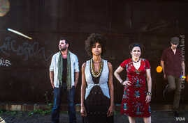 Shisani and the Namibian Tales band. From left to right: Sjahin During on percussion, vocalist, guitarist Shisani Vranckx, Debby Korfmacher (Germany) on mbira, kora, voice, and Bence Huszaron cello. (Photo: Eric van Nieuwland)