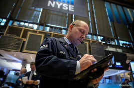 Traders work on the floor at the New York Stock Exchange (NYSE) in New York City, Nov. 19, 2018.