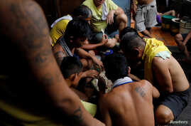 Detaines eat their food rations inside the city jail of Quezon City, Metro Manila, Philippines, July 8, 2017.
