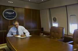 President Barack Obama signs executive order streamlining export/import, process for American business, Feb. 19, 2014.