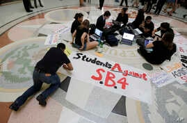 Students gather in the Texas Capitol to oppose SB4, an anti-sanctuary-cities bill that seeks to jail sheriffs and other officials who refuse to help enforce federal immigration law, in Austin, Texas, April 26, 2017. The Legislature passed the bill Ma
