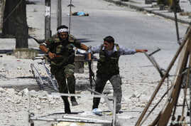 Free Syrian Army fighters run to take cover away from the exchange fire while fighting with regime forces in the Seif El Dawla neighbourhood of Syria's south west city of Aleppo, August 24, 2012.