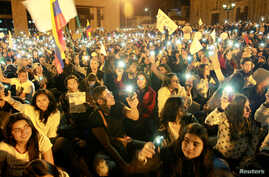 Supporters of the peace deal signed between the government and FARC rebels gather at Bolivar Square during a march for peace in Bogota, Colombia, October 20, 2016. A Gallup Poll found that 77 percent of Colombians still want a negotiated solution to