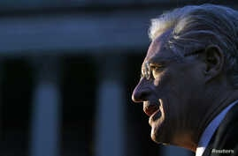 Defense attorney Marc Kasowitz speaks to reporters after a jury found the New York and New Jersey Port Authority negligent in the 1993 bombing of the World Trade Center, in New York. Oct. 26, 2005.