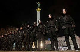 Ukrainian riot police officers seal off the Independence Square in downtown Kiev, Ukraine, on Saturday, Nov. 30, 2013.