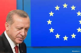 Turkish President Recep Tayyip Erdogan arrives to greet European Council President Donald Tusk before a meeting at the European Council in Brussels, Belgium, May 25, 2017.