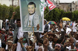 Supporters of the Shi'ite Houthi hold a poster of the group's leader Abdul-Malik al-Houthi during an anti-government rally in Sanaa August 29, 2014.