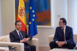 China's Foreign Minister Wang Yi, left, and Spain's Prime Minister Mariano Rajoy pose for the media during their meeting at the Moncloa palace, Spanish premier's official resident, in Madrid, May 17, 2018.