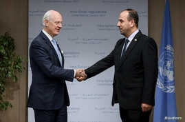 UN Special Envoy for Syria Staffan de Mistura (L) and head of the Syrian Negotiation Commission (SNC) Nasr al-Hariri shake hands prior to the start of a new round of Syria's peace talks at the United Naitons in Geneva, Nov. 28, 2017.