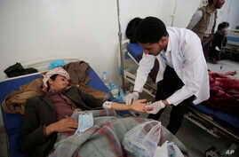 A man is treated for a suspected cholera infection at a hospital in Sana'a, Yemen, May. 7, 2017.