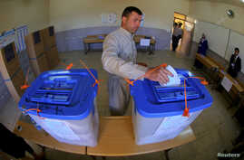 An Iraqi Kurdish man casts his vote into a ballot box at a polling station during voting for Iraqi parliamentary election in Arbil, capital of the autonomous Kurdistan region, about 350 km (217 miles) north of Baghdad, April 30, 2014.