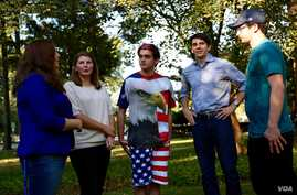 Hofstra University Young Democrats and College Republicans meet to discuss who they will support and what they are hoping to hear Monday at the first presidential debate, which will be held on campus (B. Allen/VOA)
