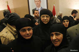 Nuns, who were freed after being held by rebels for over three months, arrive at the Syrian border with Lebanon at the Jdaydeh Yaboos crossing, March 10, 2014.