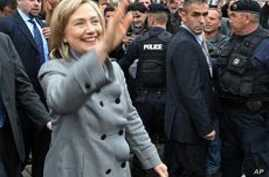 Clinton Visits Kosovo After Appeal to Serbia