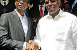 Senegalese singer Youssou N'dour shakes hands with opposition leader Macky Sall (R) during a news conference in central Dakar, Senegal, March 1, 2012.