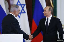 Russian President Vladimir Putin (R) shakes hands with Israeli Prime Minister Benjamin Netanyahu during a news conference at the Kremlin in Moscow, Russia June 7, 2016.