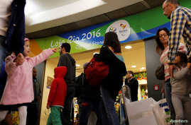 Passengers line up during a security check ahead of the 2016 Rio Olympics at Congonhas Airport in Sao Paulo, Brazil, July 18, 2016.