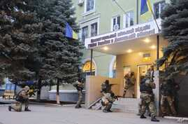 Armed pro-Russian activists occupy the police station in the eastern Ukraine town of Kramatorsk, April  12, 2014.