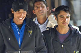 Pakistan cricketers Mohammad Aamer, (L) Mohammad Asif (Back C) and captain Salman Butt (R) leave the team hotel in Taunton, in southwest England, 1 Sept. 2010