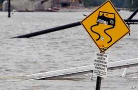 Thousands Evacuating Mississippi River Flooding in US