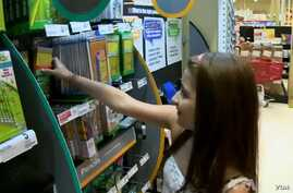 About 47,000 students in Fairfax County, Virginia, cannot afford to buy their own school supplies, according to the nonprofit, Collect for Kids. (Adam Greenbaum/VOA)