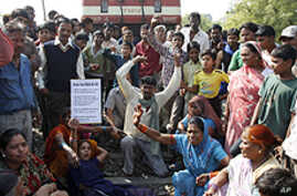 Police Attack Indian Protesters Marking Anniversary of Bhopal Disaster