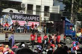"""Anti-APEC protesters call for the 21-member Asia-Pacific economic body to be """"junked"""" with word, music and dance. Pasay City, Metro Manila, Philippines, Nov. 19, 2015. (S. Orendain/VOA)"""