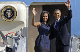 President Barack Obama and first lady Michelle Obama wave as they board Air Force One before leaving Charlotte, N.C., after the Democratic National Convention, Sept. 7, 2012.