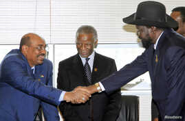 Sudan's President Omar Hassan al-Bashir (L) shakes hands with South Sudan's President Salva Kiir as African Union mediator and former South African leader Thabo Mbeki looks on during a meeting on the situation between Sudan and South Sudan, in the Et