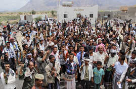Armed Yemeni tribesmen gather in Taez as they mobilize support and declare to join fighters loyal Yemen's Saudi-backed President Abedrabbo Mansour Hadi, May 9, 2015.