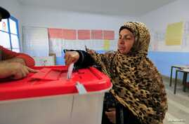 A Tunisian woman casts her ballot in the capital Tunis, Dec. 21, 2014.