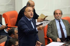 Opposition nationalist lawmaker Oktay Vural asks the parliament to approve a live transmission of a debate on corruption charges against four cabinet ministers of Prime Minister Recep Tayyip Erdogan, in Ankara, Turkey, May 5, 2014.