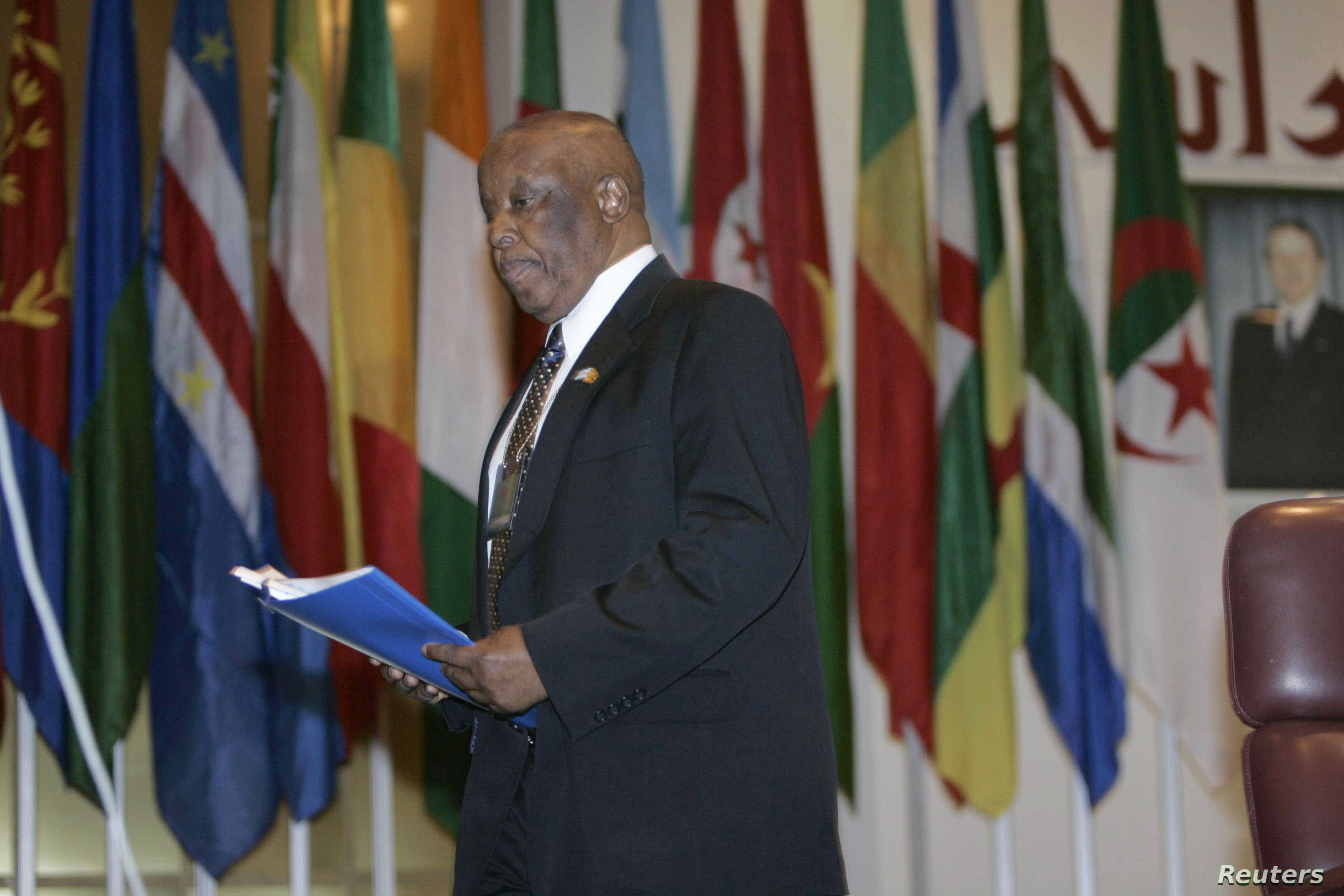 Former President of Botswana and U.N. special envoy Festus Mogae attends climate change conference in Algiers, Nov. 19, 2008.