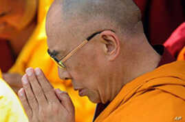 Exiled Tibetan leader Dalai Lama prays in Hsiaolin, in Kaohsiung county, southern Taiwan (2009 File)