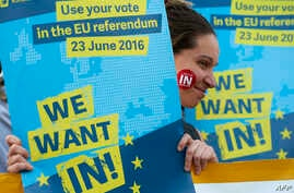 A Pro-EU supporter holds a placards during a 'Yes to Europe' rally in London's Trafalgar square, ahead of Thursday's EU referendum, in central London, June 21, 2016.
