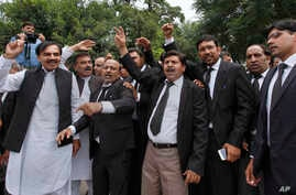 """Lawyers shout """"go Nawaz go"""" after leaving the Supreme Court following proceedings on corruption allegations against Prime Minister Nawaz Sharif's family, in Islamabad, Pakistan, July 17, 2017."""