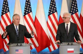 U.S. Secretary of State Rex Tillerson (L) and Poland's Foreign Minister Jacek Czaputowicz speak at a news conference in Warsaw, Poland, Jan 27, 2018.