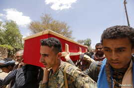 Houthi fighters carry the coffin of a comrade killed during recent fighting, during the first day of a cease-fire in Yemen's capital Sana'a, April 11, 2016.