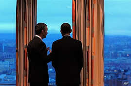 US President Barack Obama (R) chats with Prime Minister of Norway Jens Stoltenberg as they look out over the city at the Prime Minister's office during a meeting in Oslo, 10 Dec 2009